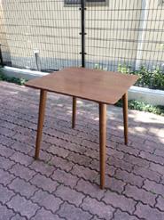 北欧スタイルのダイニングテーブル