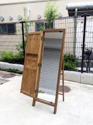 パイン材のドア型ミラー