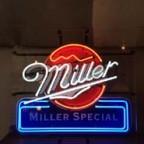 MILLERの電飾看板