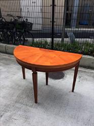 ヤマギワのクラシックテーブル