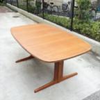 デンマークのダイニングテーブル