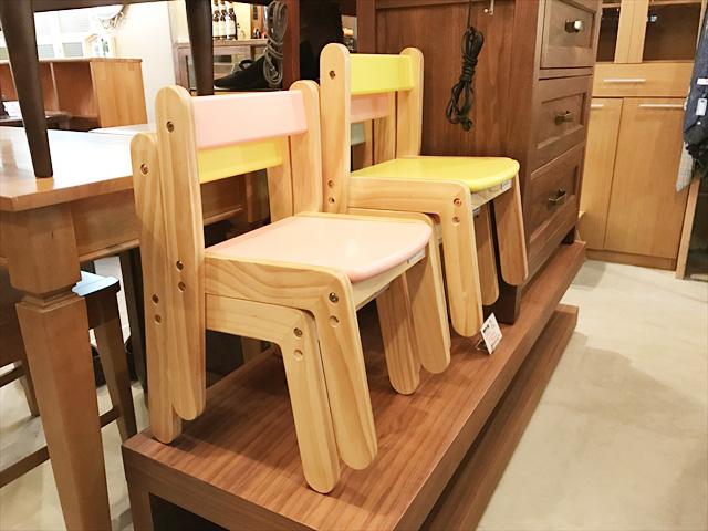 パイン材の子供椅子