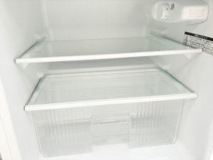 2ドア冷蔵庫の冷蔵室内部