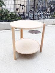 北欧スタイルの木製トレイテーブル