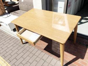 ビーカンパニーのタモ材ダイニングテーブル詳細画像3