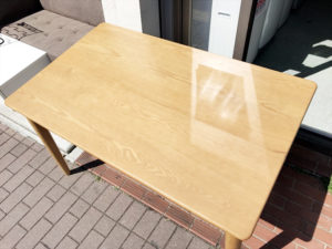 ビーカンパニーのタモ材ダイニングテーブル詳細画像2