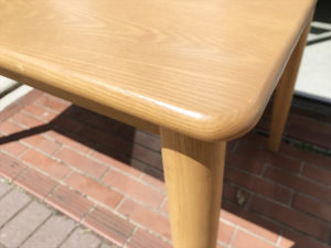ビーカンパニーのタモ材ダイニングテーブル詳細画像1