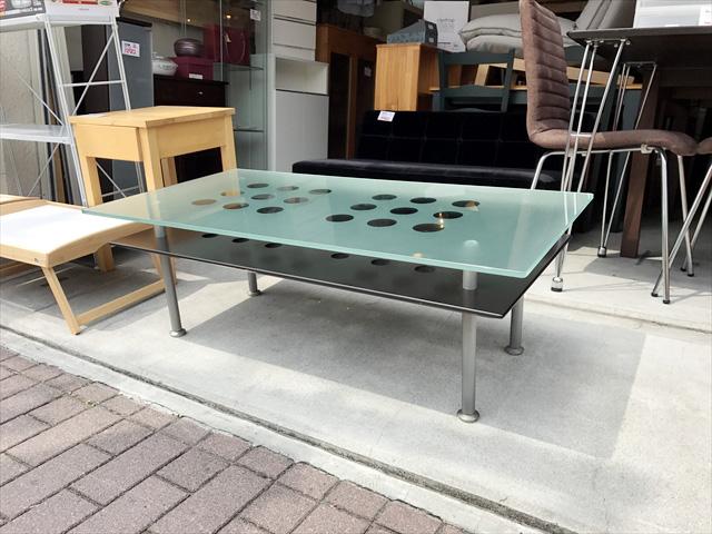 ガラストップリビングテーブル