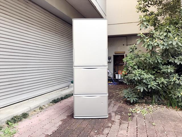 シャープの3ドア冷蔵庫