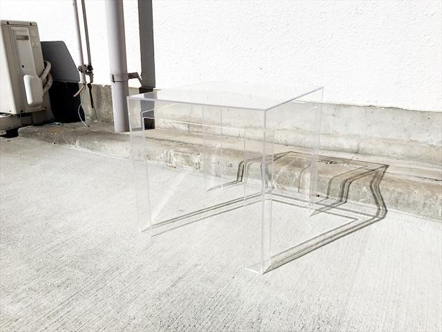 カルテルのジョリーサイドテーブル