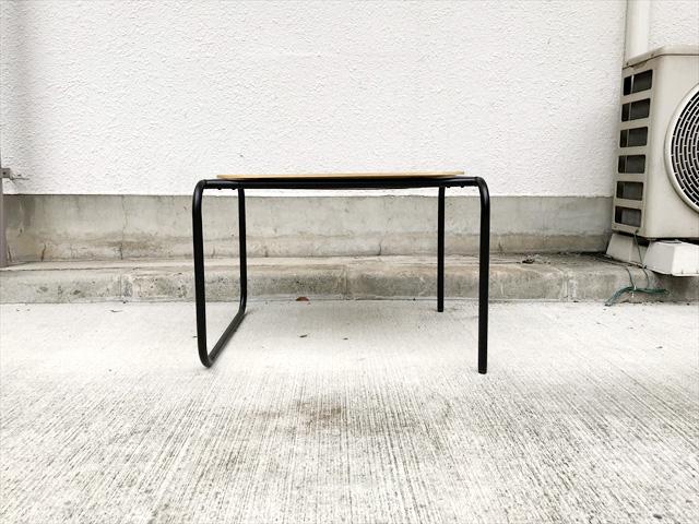 トレイサイドテーブル