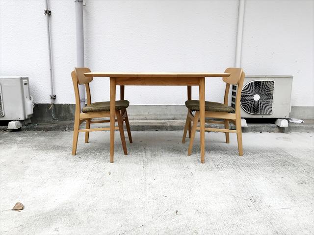 ダイニングテーブルとチェアセット