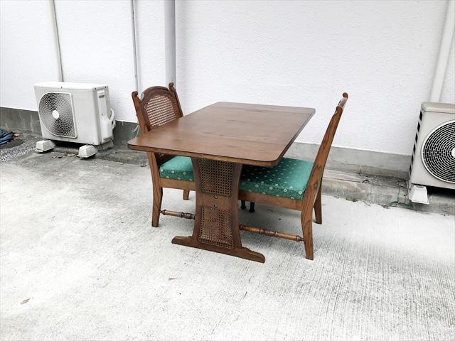 ブルージュダイニングテーブルとサイドチェア