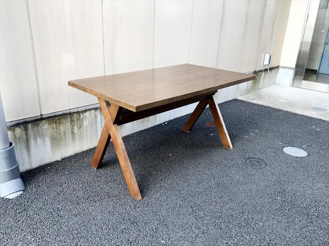 ウニコストラーダイクスダイニングテーブル